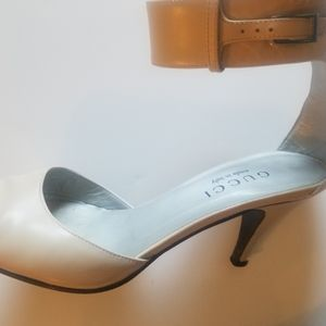 BEAUTIFUL CREAM GUCCI ANKLE STRAP SHOES